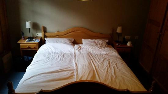 lit de la chambre 102 photo de domaine du moulin d 39 asselborn asselborn tripadvisor. Black Bedroom Furniture Sets. Home Design Ideas