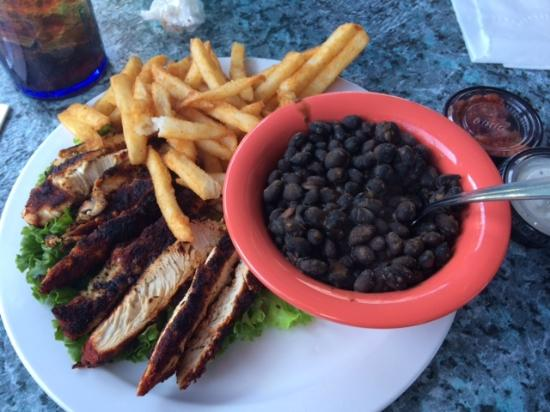 Fletcher, Kuzey Carolina: Blackened chicken plate with black beans and rice