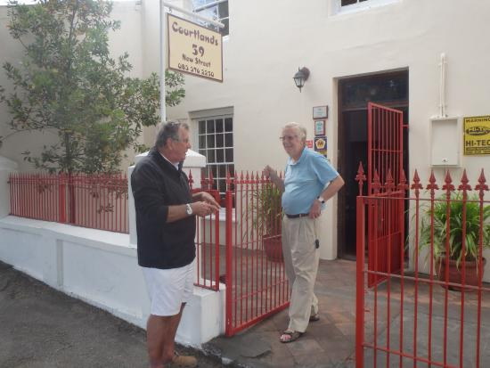 Grahamstown, Sudafrica: Our host Mike on the right