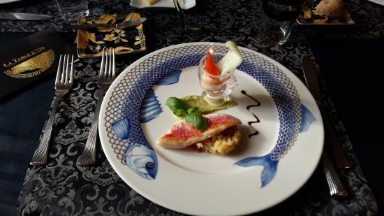 La Louviere, Belgio: filet de rouget sur un risoto et verrine