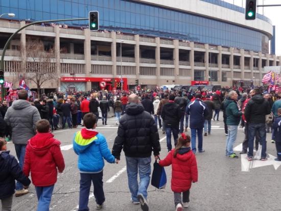 Comunidad de Madrid, España: 試合当日のスタジアム前