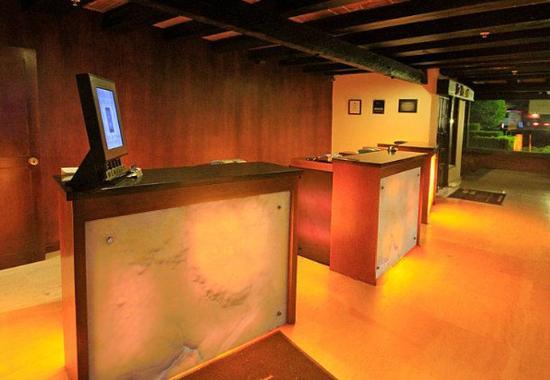 Marriott Puebla Hotel Meson del Angel : Front Desk