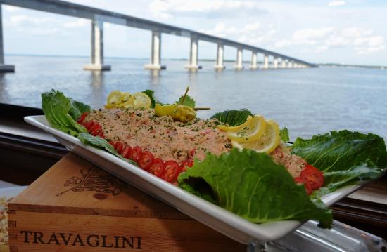 Sandestin, ฟลอริด้า: Award-winning, fine dining cuisines prepared on-board by our chefs