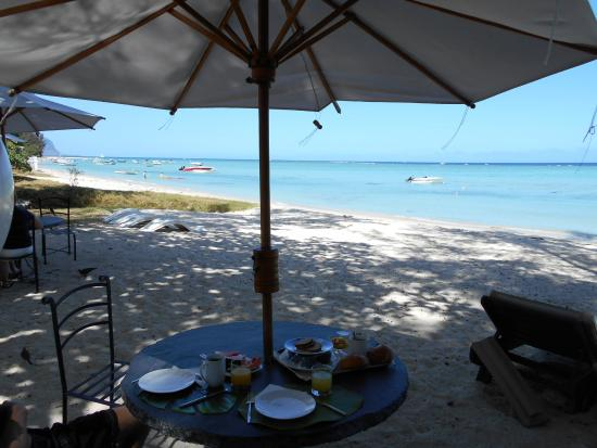 Grande Riviere Noire: Breakfast on the beach - probably the best thing about this place.