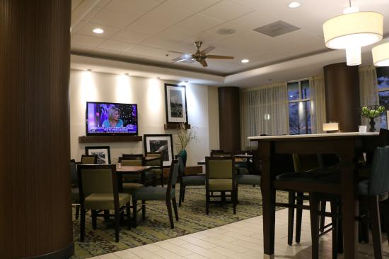 Daphne, AL: Dining area in lobby