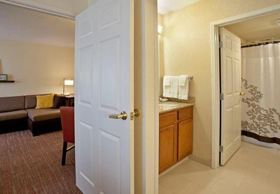 Ridgeland, MS: One-Bedroom Suite Bathroom
