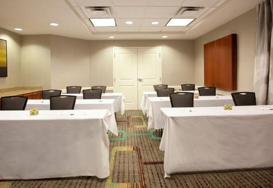 Ridgeland, MS: Turner Meeting Room – Classroom Setup