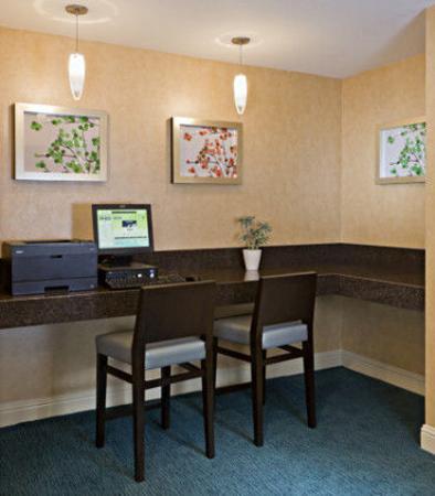 Rancho Cordova, CA: Business Center