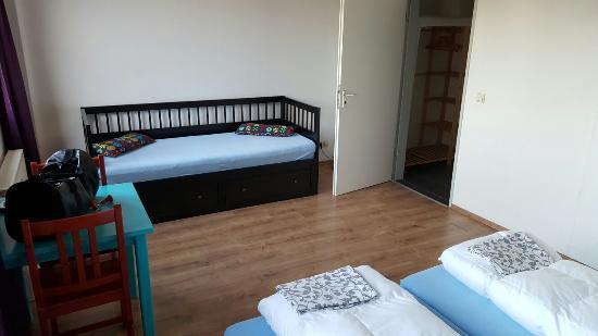 Sleep Station: Zweibettzimmer mit Duschbad