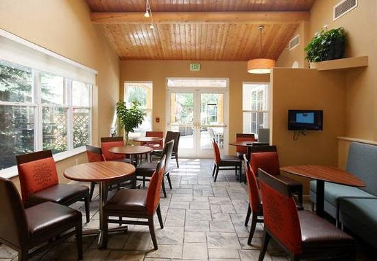 Residence Inn Anchorage Midtown: Lobby