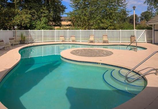 Tukwila, WA: Outdoor Pool