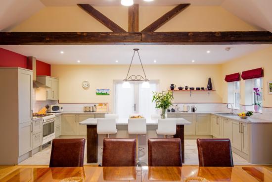 Broadgate Farm Cottages: Cart kitchen