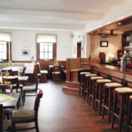 Eichenzell, Niemcy: Kleiner Gastraum mit Theke