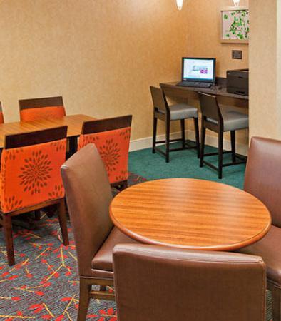Norwood, MA: Business Center