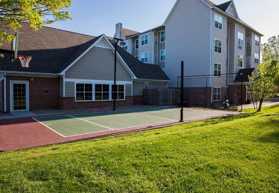 Independence, MO: Sport Court