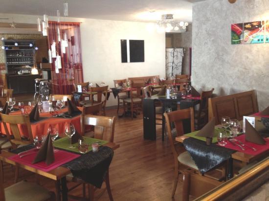 Lons-le-Saunier, فرنسا: salle à manger