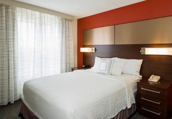 Residence Inn Boston Framingham: One-Bedroom Suite – Sleeping Area