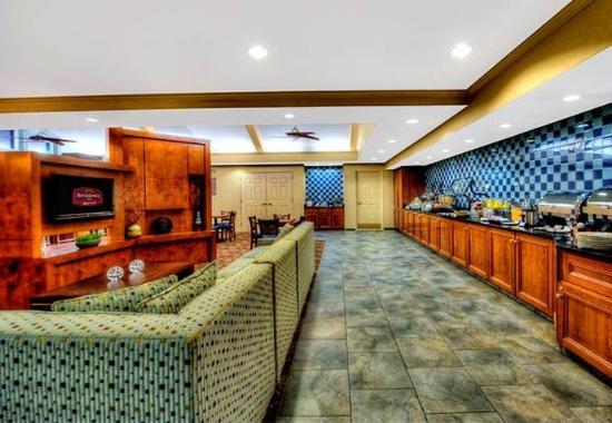 Franklin, MA: Gatehouse & Breakfast Buffet
