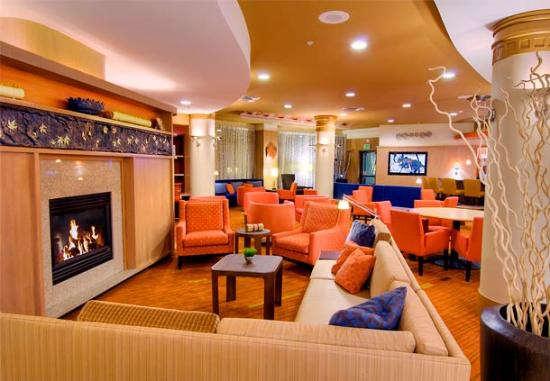 Middletown, estado de Nueva York: Hotel Lobby with Fireplace