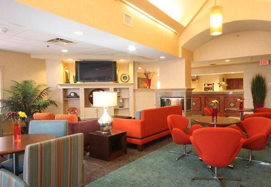 Bloomingdale, IL : Gatehouse Lobby