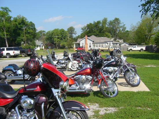 Woodbine Hotel and Restaurant: Motorcyclists welcome!