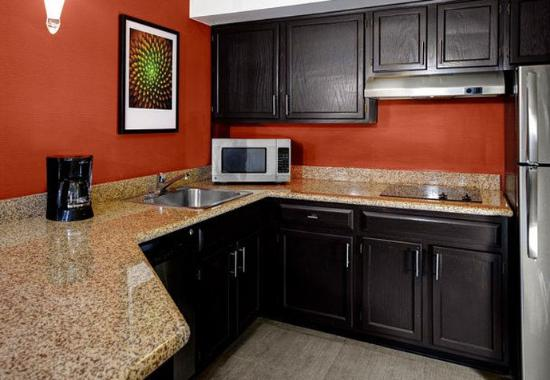 Independence, OH: Studio Suite - Kitchen
