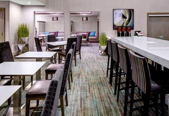 Independence, OH: Media Pods & Communal Table