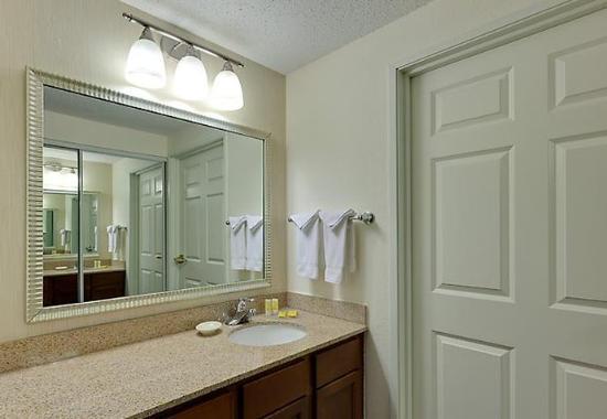 Warrenville, Ιλινόις: Suite Bathroom