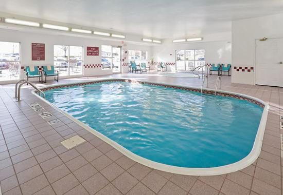 Canton, OH: Indoor Pool & Spa