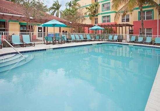 Plantage, FL: Outdoor Pool & Sport Court