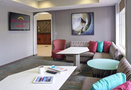 Residence Inn Saginaw: Lobby Seating