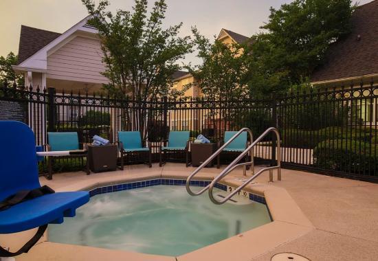 Duluth, GA: Outdoor Whirlpool