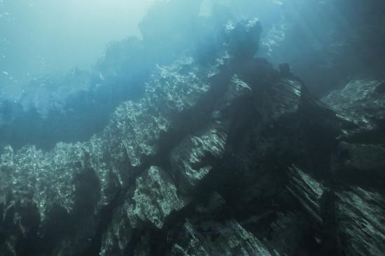 Barracuda Lake: craggy limestone formations