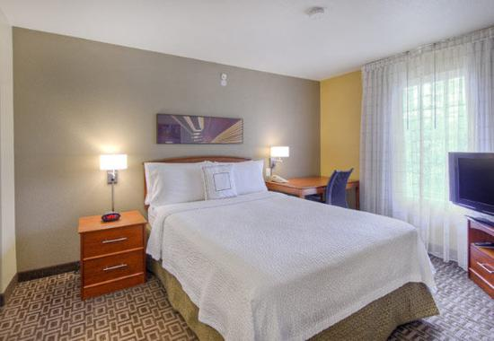 Cary, NC: Two-Bedroom Suite – King Sleeping Area