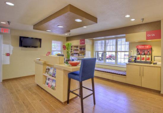 Cary, Carolina del Norte: Business Center & Coffee Station