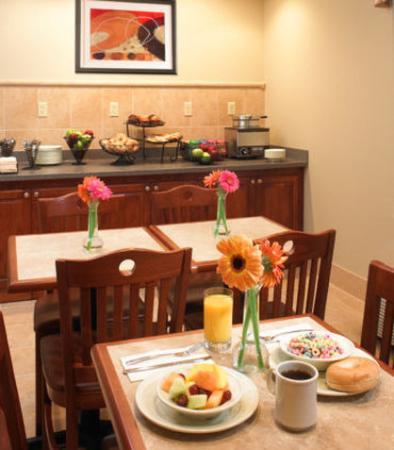 Lombard, IL: Free Continental Breakfast