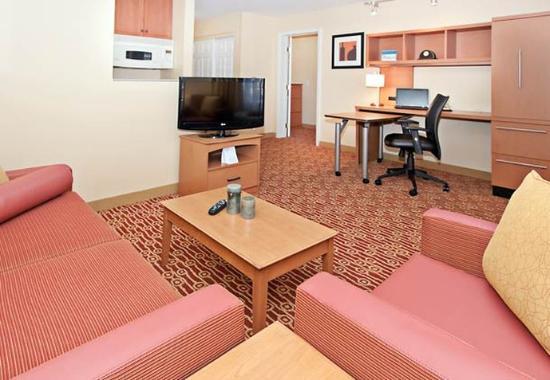 Ранчо Кукамонга, Калифорния: One-Bedroom Suite Living Area