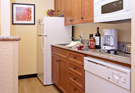 Ранчо Кукамонга, Калифорния: Fully-Equipped Kitchen