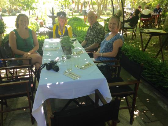 Blenheim, Neuseeland: Pam with members of our party at Hans Herzog for lunch
