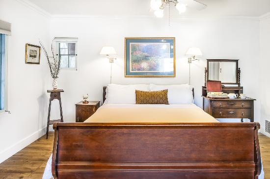 Old Yacht Club Inn Vacation Rentals: Santa Cruz Suite