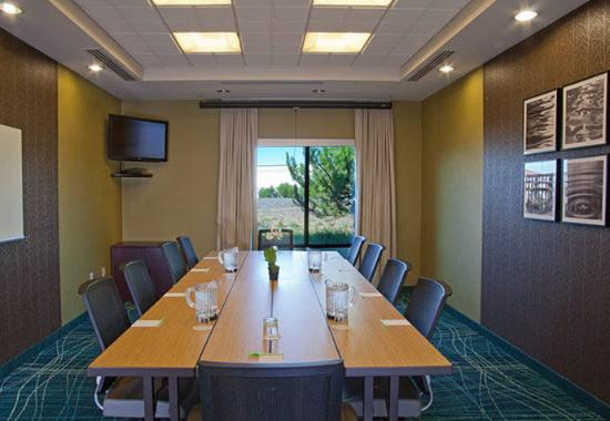 Medford, Oregón: Meeting Room – Boardroom Setup