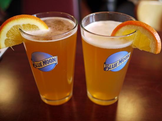 Fayetteville, Арканзас: Happy Hour from 3-6 pm! $2 domestics! That includes Blue Moon, Shiner Bock, and Michelob Ultra!