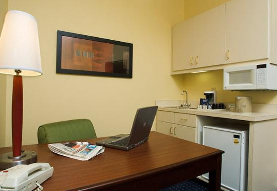 Alpharetta, GA: Studio Suite – Work Area