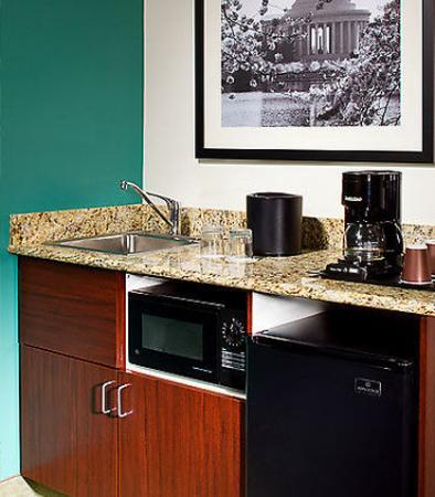Herndon, VA: Suite Kitchenette