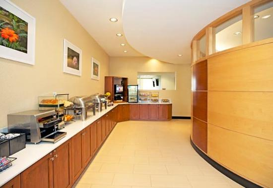 SpringHill Suites North Shore: Complimentary Breakfast