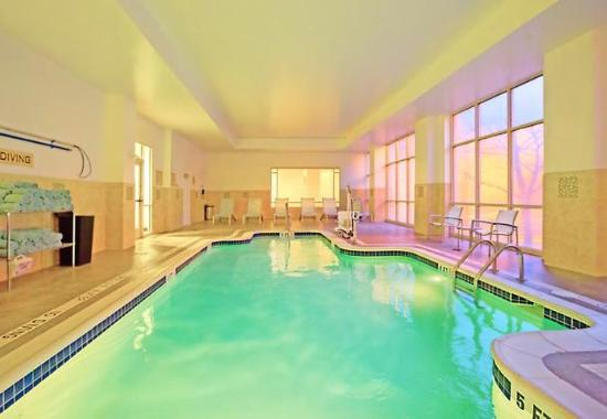 SpringHill Suites North Shore: Indoor Pool