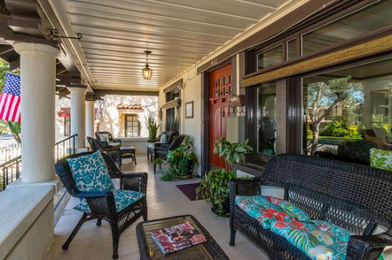 Old Yacht Club Inn Vacation Rentals: Front porch
