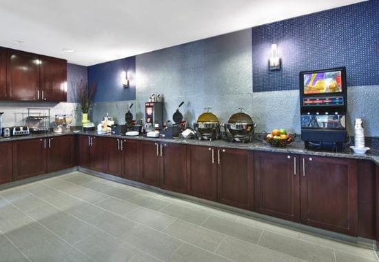SpringHill Suites Manchester Airport: Breakfast Area
