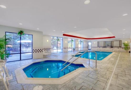 SpringHill Suites Manchester Airport: Indoor Whirlpool