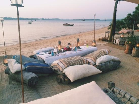 The Majlis Hotel: Drinks on Manda Beach